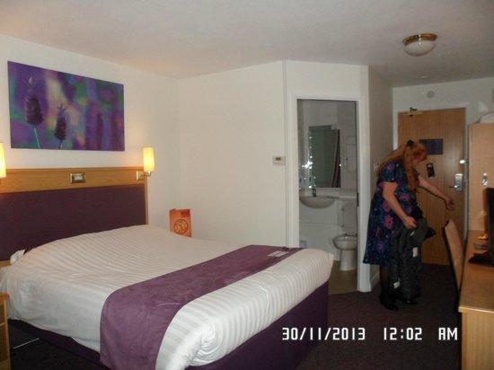 Premier Inn Liverpool North Hotel: Bedroom