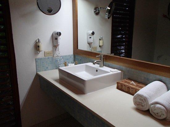 Couples Swept Away: bathroom of atrium suite