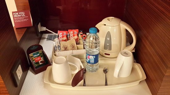 Crowne Plaza Hotel Amman : In room coffee making station