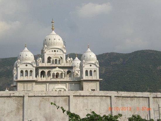 Hotel Om: vue sur le temple à côté