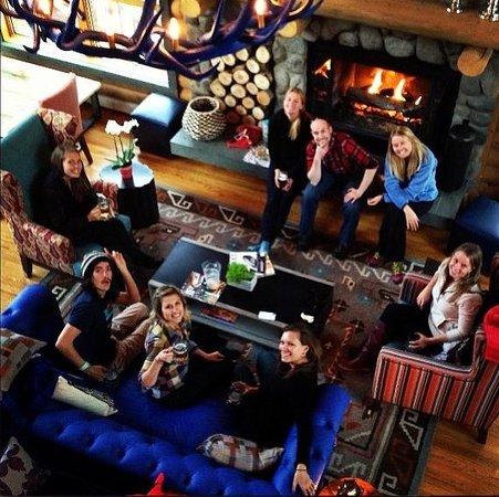 The Bivvi Hostel: friends relaxing at the Bivvi