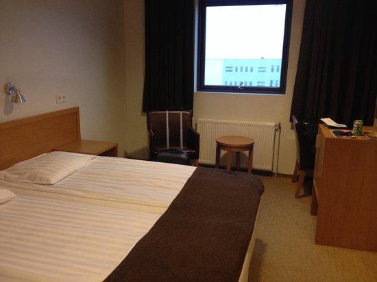 Hotel Cabin: Medium room (upgrade from small)