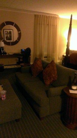 Queen's Landing: sofa