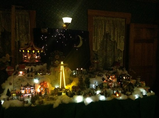 Hilltop Inn: magical Holiday display