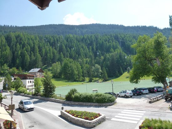 Hotel Les Peupliers: View from Suite corner Balcony to Lake and Ski Lift