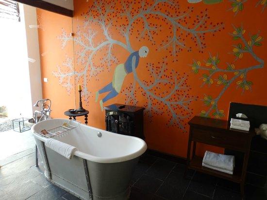 Samode Safari Lodge: hand painted wall