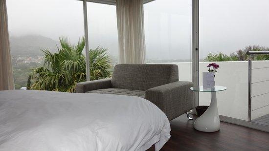CUBE Guest House: Corner Suite