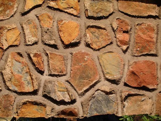 Bushbaby Lodge: houses of stone