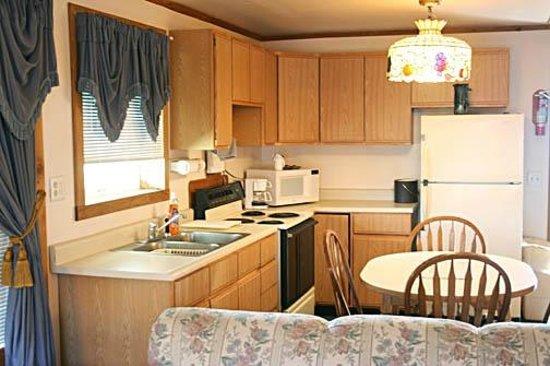 Water's Edge Motel: Kitchen Suite
