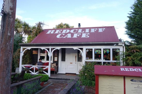 Redcliff Restaurant & Bar: front view