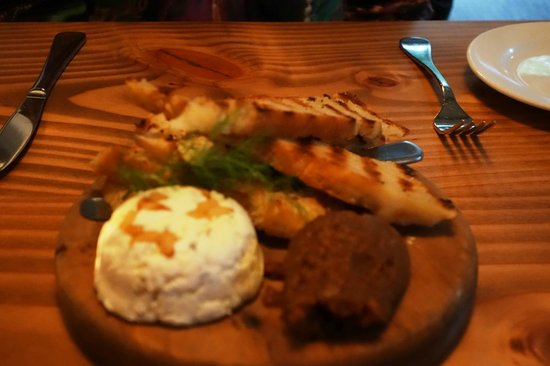 Redcliff Restaurant & Bar : bread cheese and fig jam