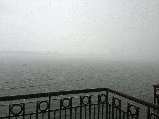 InterContinental Hanoi Westlake : White rain (no PTS)