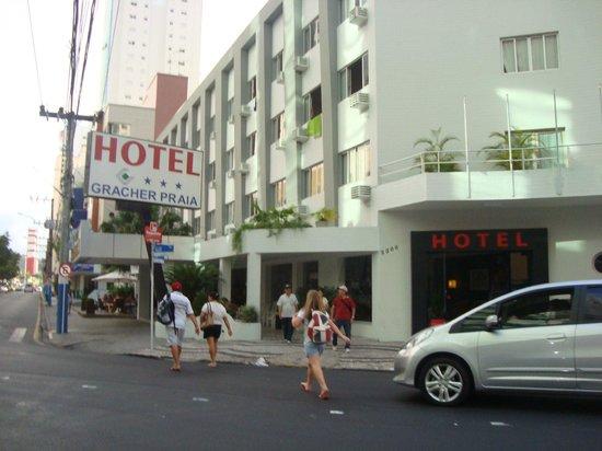 Hotel Gracher Praia: FRENTE DO HOTEL