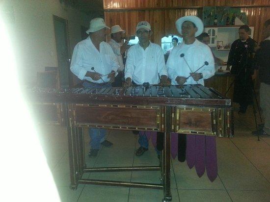 Restaurante Don Luis: Marmba music