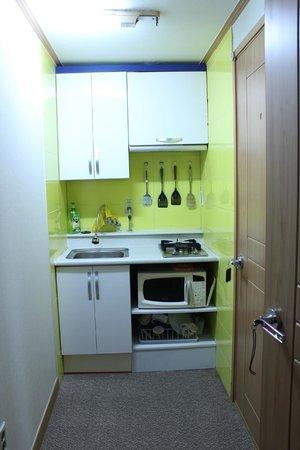 2C House Wangsimni: The kitchen