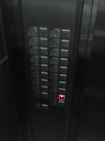Travel Inn Park Avenue : elevador moderno e rápido