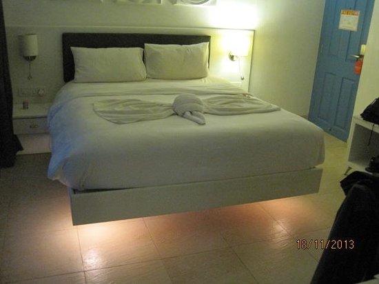Azzure By Spree Hotels : towel art