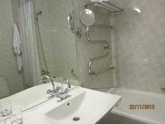 Hotel Oktyabrskaya : Ванная.