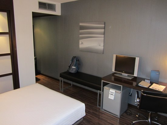 AC Hotel Alicante: Hotel room
