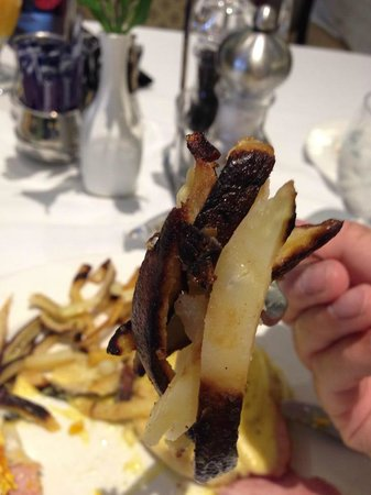 Fort Garry Hotel: burnt hashbrowns yuck..