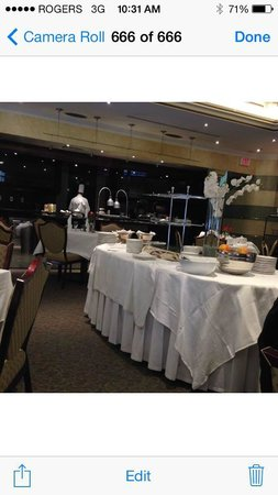 Fort Garry Hotel: removing whats left of the food at 1030am? seriously?