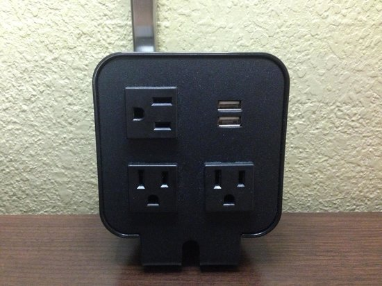 Hampton Inn Knoxville Airport: USB charger
