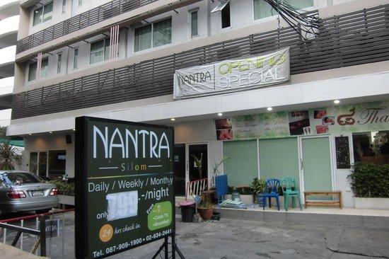 Nantra Silom: Вид снаружи отеля