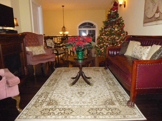Panache Bed and Breakfast : Holiday Living Room: Relax with holiday music in your living area