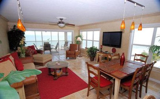 Bay To Beach Resort : living dining area