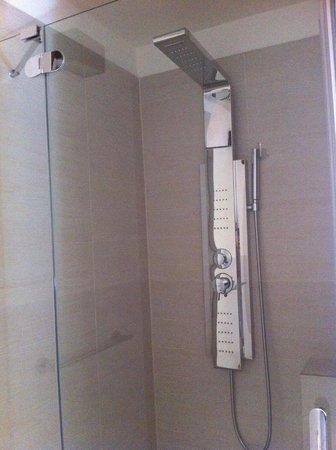 Primavera Mini Hotel: doccia