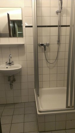 Pension Kirchhoff: The shower