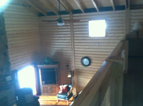 Fly Inn Lodge: Looking over the balcony of this renovated barn