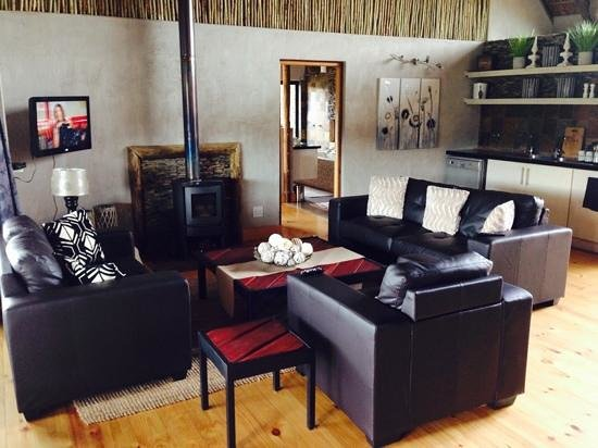 Aloe Ridge Self Catering: Comfortable and stylish lounge