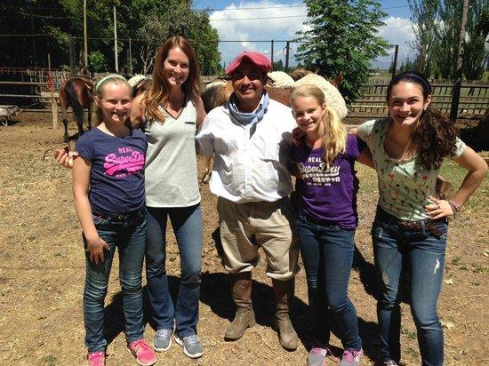 Posada Verde Oliva: Family with our Gaucho Cesar (very nice guy)
