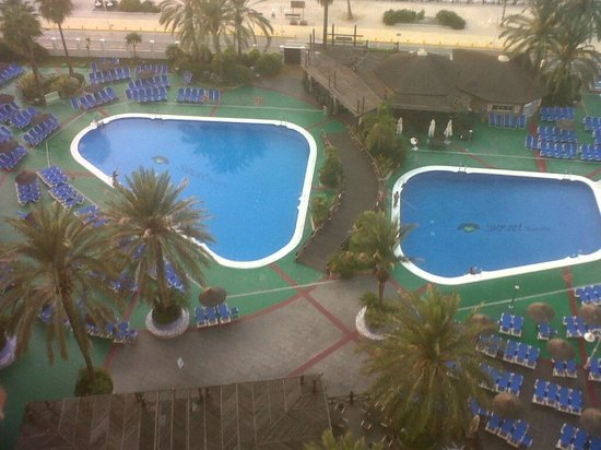 Sunset Beach Club: 2 of the excellent outdoor pools and pool bar/diner
