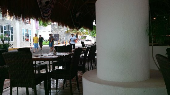Los Tulipanes Restaurante, Bar & Cenote: seating on 14th street side