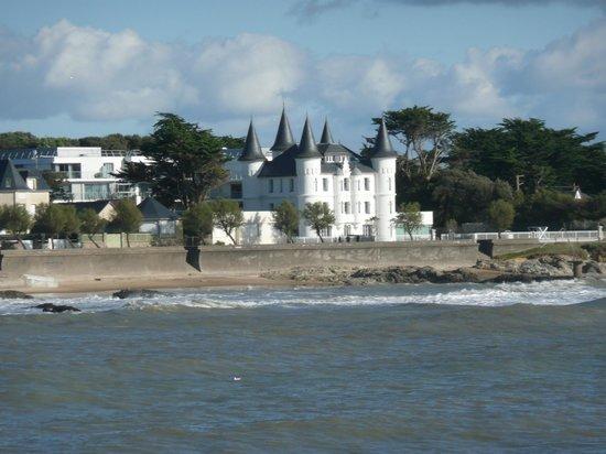 Hôtel Château des Tourelles : Le site hôtelier vu du port de plaisance de Pornichet