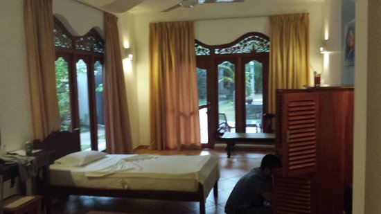 Panchi Villa: Extra single bed and view