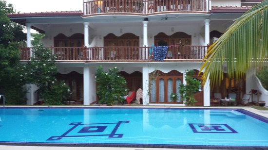 Panchi Villa: Pool and rooms