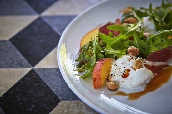 Cast Restaurant: Burrata Salad