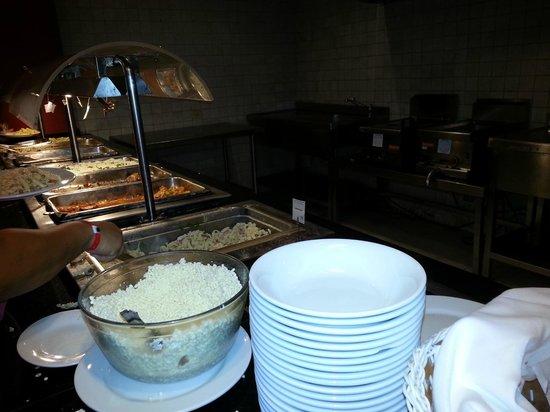 Hesperia Playa El Agua : Y la estacion de pastas ohhh rico...al final te esperaba un gran bol con queso BLANCO rayado...