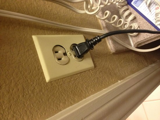 Best Western Valencia Inn: sockets can't hold plus, kept falling out