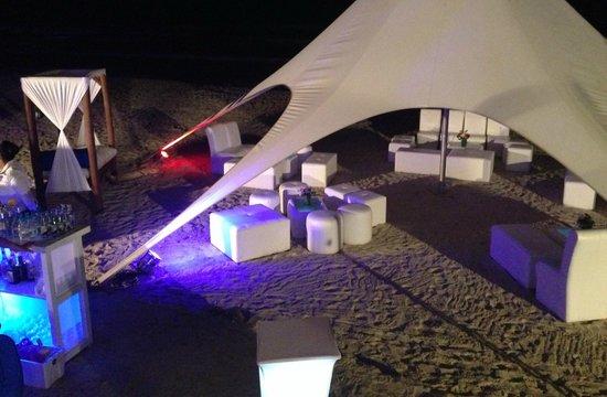 Agua Dorada Beach Hotel by LIDOTEL: en la playa enfrente