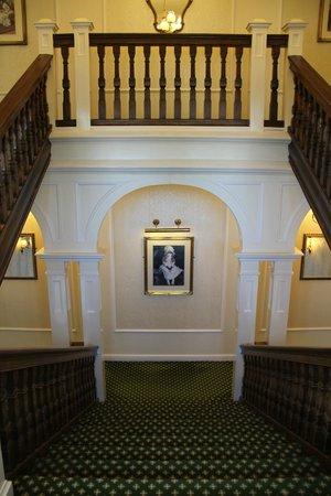 Victoria Hotel: Grand Staircase