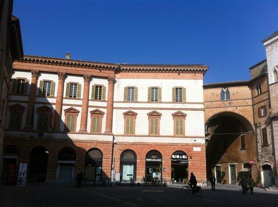 Palazzo Trinci, facciata