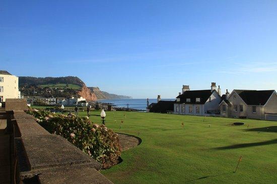 Victoria Hotel: immaculate putting green