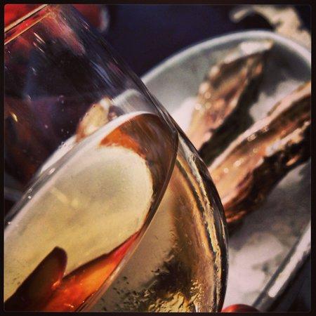 Fischhaus: Устрицы и местное белое вино были превосходны).