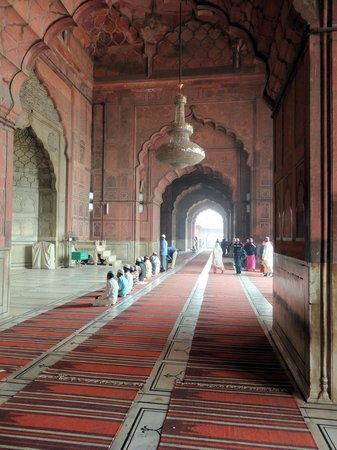 Jama Masjid Mosque: Inside Mosque just one long hall