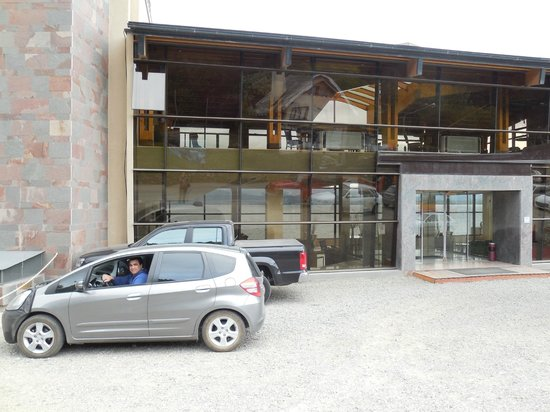Alma del Lago Suites & Spa: En el frente del Hotel a punto de irnos