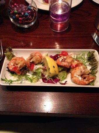 Hyltons : King prawns with chilli and garlic